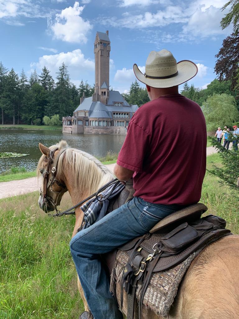 Met paarden naar Jachthuis Sint Hubertus Nationaal Park de Hoge Veluwe