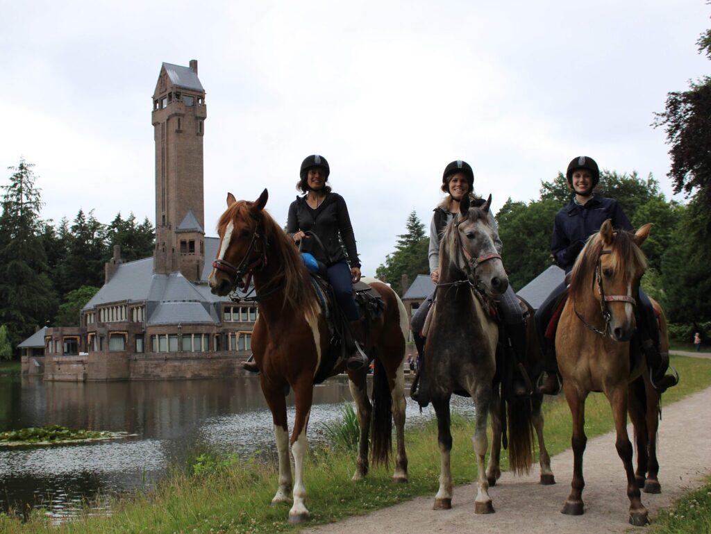 Hoge Veluwe te paard: Tijdens de dagtocht van The Mill Ranch kom je onder ander langs het Jachthuis Sint Hubertus